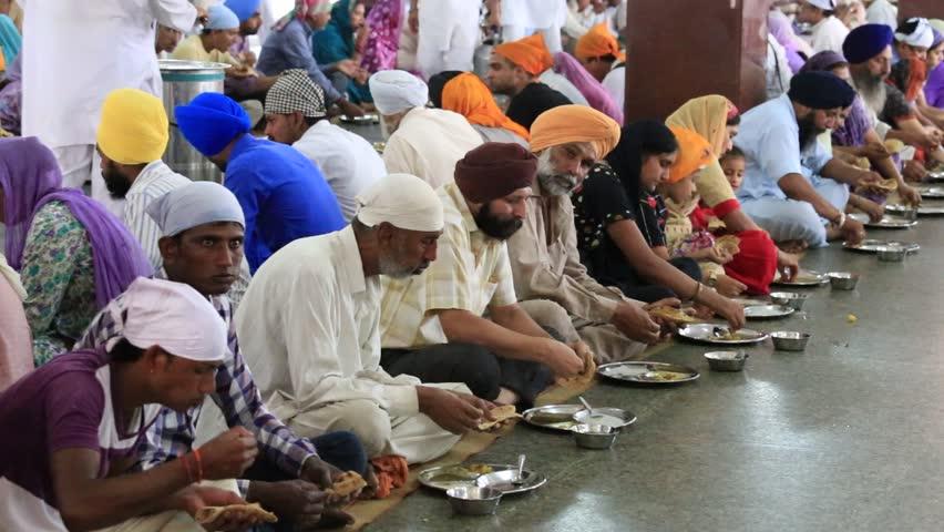 AMRITSAR, INDIA - SEPTEMBER 27, 2014: Unidentified Poor ...