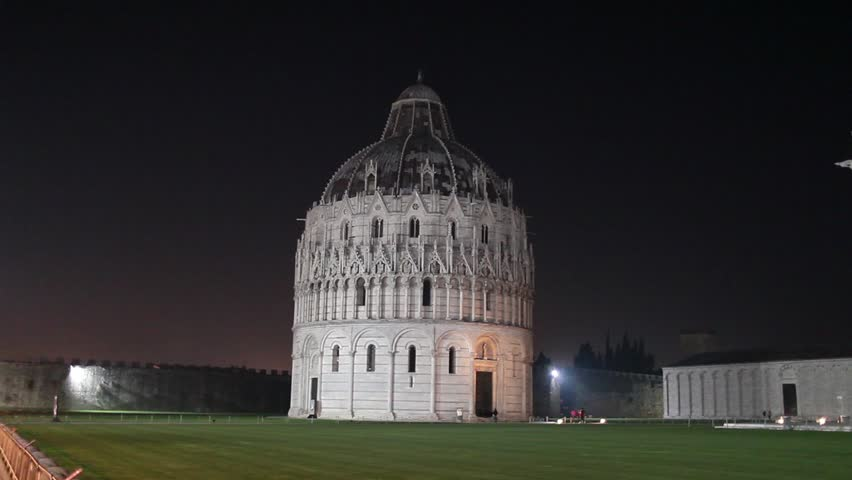 Video clip of the Square of Miracles in Pisa by night.