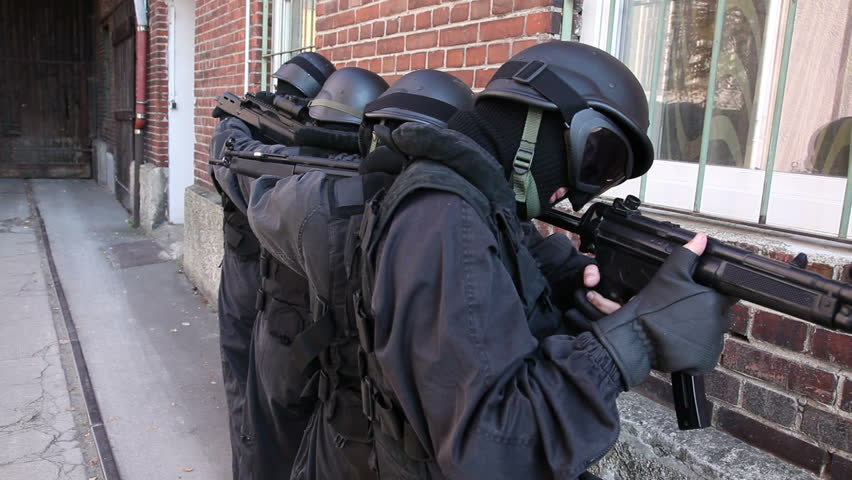 Special Forces securing door