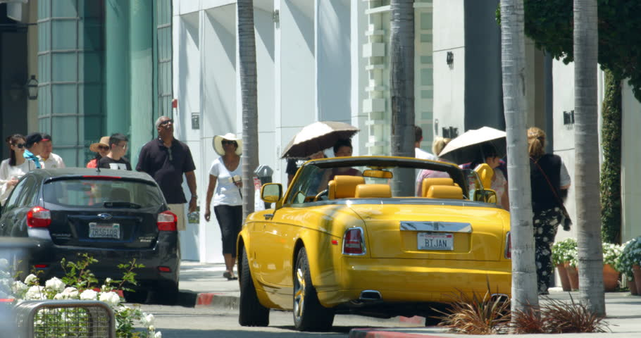 LOS ANGELES, CALIFORNIA, USA - JUNE 20, 2016: Tourists on Rodeo Drive and traffic during the heat wave, heat distortion on purpose on June 20, 2016 in Beverly Hills, Los Angeles, California, 4K, RAW | Shutterstock HD Video #17691238