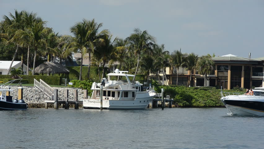 Fort Lauderdale Florida Usa Circa 2011 Homes Along A Canal In Fort Lauderdale Florida