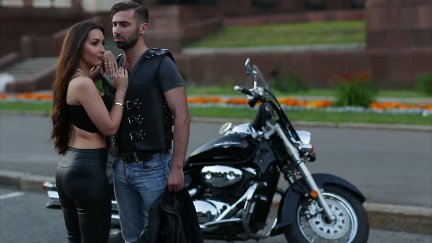flirting with girls on motorcycle How to flirt girl to girl flirting is fun and exciting, especially if you are flirting with a person that you are genuinely interested in it can, however, be hard to flirt with other girls because the flirting sometimes comes off as a.
