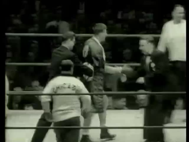 Dan Hodge, Wichita, Kansas, victory over Louis Coleman, Chicago at heavyweight at Golden Gloves final match in Chicago circa 1958-MGM PICTURES, UNIVERSAL-INTERNATIONAL NEWSREEL, USA, filmed in 1958 - SD stock footage clip