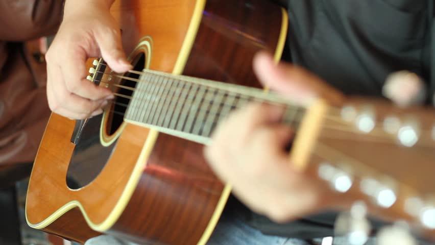 Как выбрать первую акустическую гитару