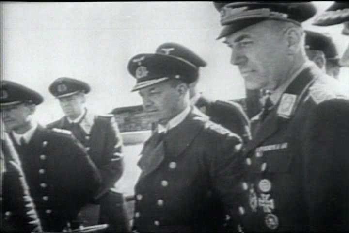 1940s - Churchill and Roosevelt arrive in Casablanca in World War II.