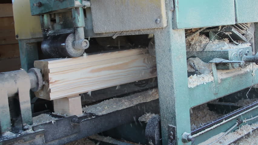 Wood forming machine forms the wood chip for house building