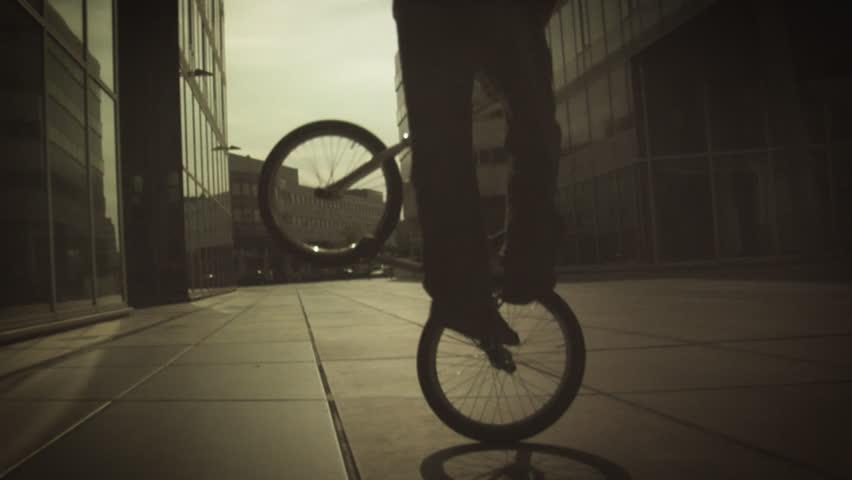 BMX: Flatland - Spinning No Hands
