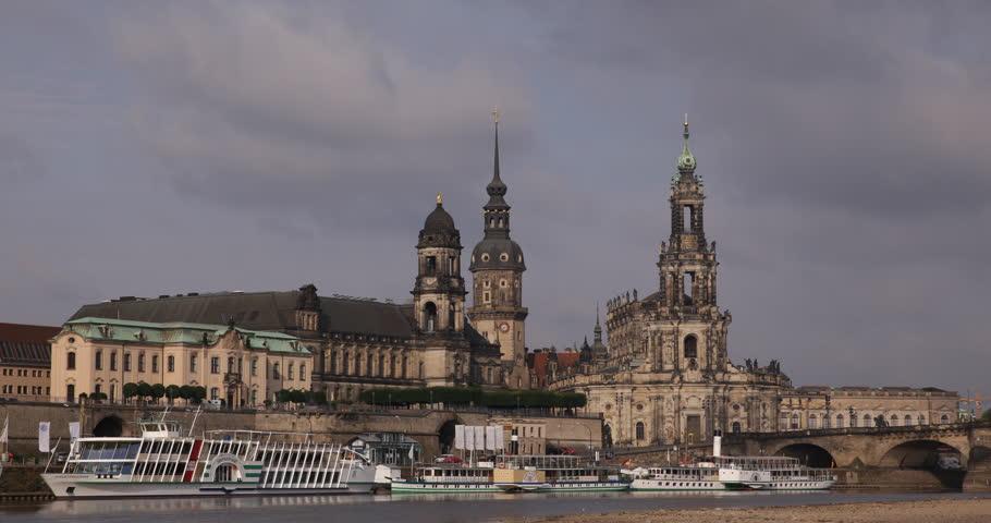 Dresden skyline appeal court sekundogenitur bruhl terrace for Terrace meaning