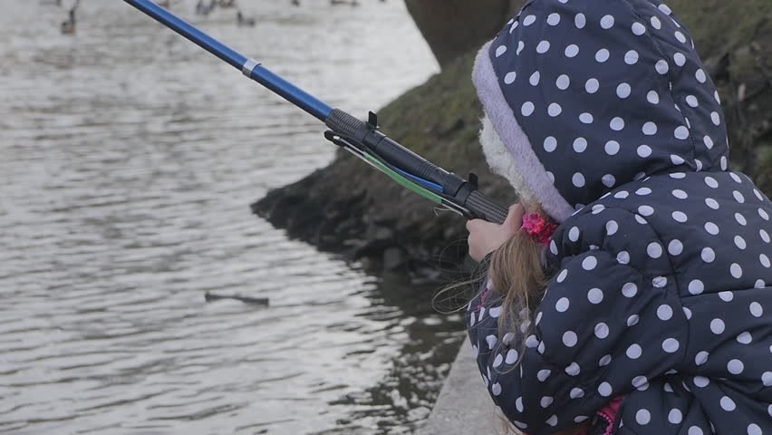 Poland opole winter 2015 river odra birds ducks gulls for Little girl fishing pole
